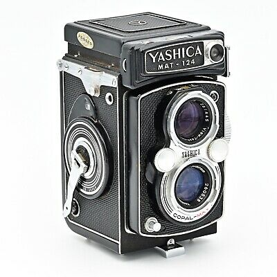 Yashica-Mat 124 Twin Lens Reflex TLR 120 220 6x6 Film Camera. **EXCELLENT ++***