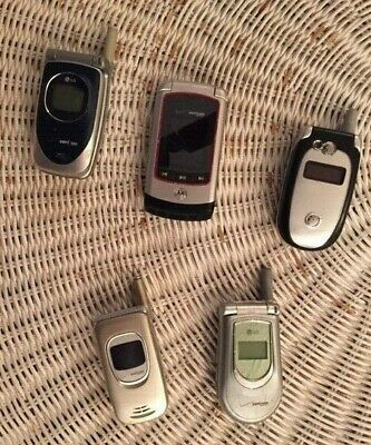 3 Vintage cells phones: Samsung and Motorola, w/1 Charger