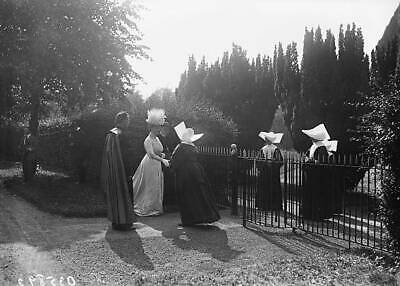 OLD PHOTO Queen Mary Meets The Nuns At Maynooth College In County Kildare