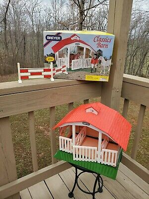 BREYER'S CLASSIC 3 STALL BARN with One Jump #650