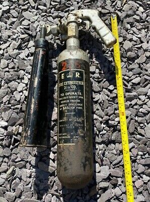 VINTAGE ORIGINAL MILITARY MINISTRY OF WORKS FEFE2  FIRE EXTINGUISHER Rare