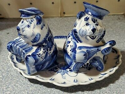 BLUE WHITE PORCELAIN bears salt and pepper shakers on plate. Musical Instrument