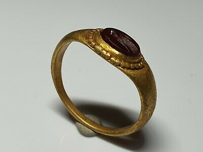 ROMAN GOLD RING WITH INTAGLIO   2nd,3rd  Century AD