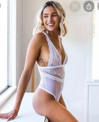 Wicked Weasel Divinity Bodysuit $4 EXPRESS White Lace Teddy Playsuit Medium New