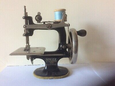 Antique Miniature Singer Childs Sewing Machine.