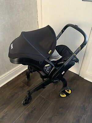 doona infant car seat/ Stroller & Isofix Base With Extras