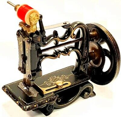 Antigua maquina de coser CHARLES  RAYMOND 1893  Antique sewing machine a coudre