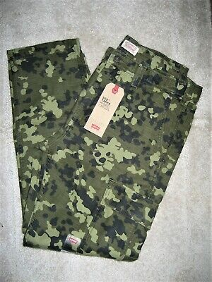 New Levi's 502 Men's Taper Hybrid Camouflage Cargo Pants ($69.50)