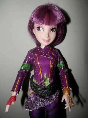 Disney Descendants 2 Mal Isle of the Lost Doll NICE with Outfit & Shoes