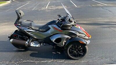 2011 Can-Am RS-S SE5 Automatic  2015 Can-Am SPYDER RS-S SE5