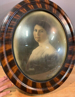 """ANTIQUE OVAL TIGER STRIPE BUBBLE GLASS CONVEX WOOD FRAME Beautiful Woman 21""""x18"""""""