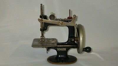 Antique Vintage Childs Singer Hand Crank Mini Sewing Machine Salesman Sample Toy