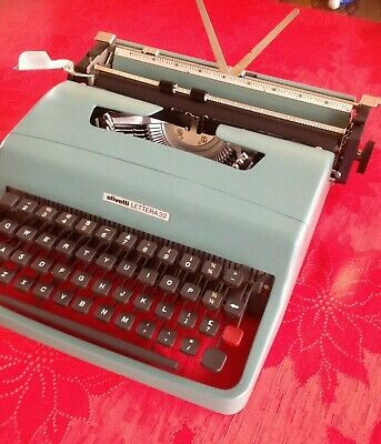 Retro OLIVETTI LETTERA 32Portable typewriter.  Carry case Excellent condition.