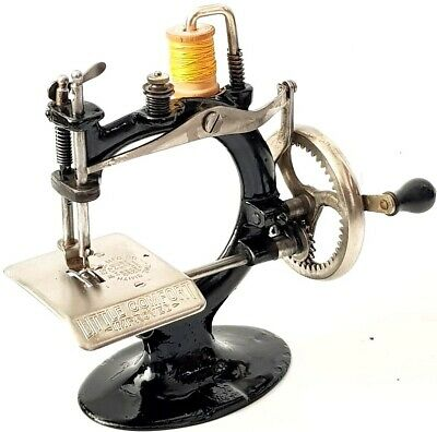 Antigua maquina de coser LITTLE COMFORT improved antique and rare sewing machine
