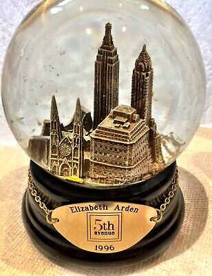 "Saks Fifth Avenue Musical Snow Globe ELIZABETH ARDEN EDITION Plays ""NY-NY"""