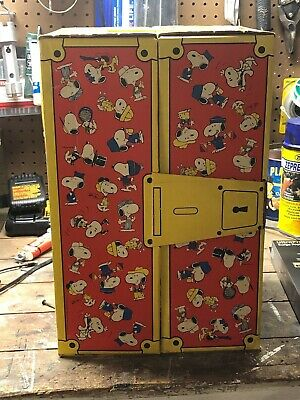 Vintage Snoopy Wardrobe Trunk With 3 Hangers