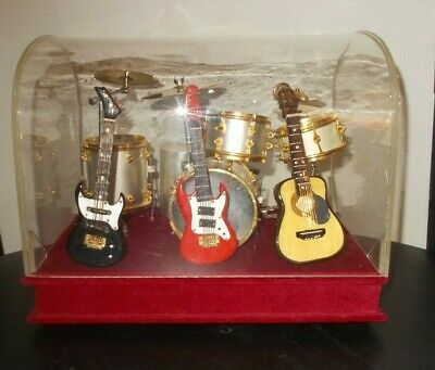 DRUM & GUITAR MINIATURE DISPLAY SET music box THE ENTERTAINER (STING) DUST COVER