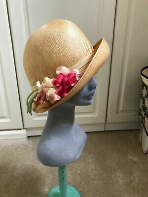 GORGEOUS 1920s CLOCHE HAT. STRAW. PERFECT. SWEAT PEA DLOWERS