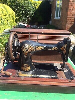 Vintage / Antique Singer Manual Sewing Machine in Original Wooden Carry Box
