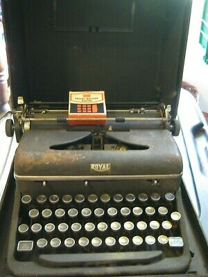 Vintage 1940's ROYAL  Manual Portable TYPEWRITER in Black Case