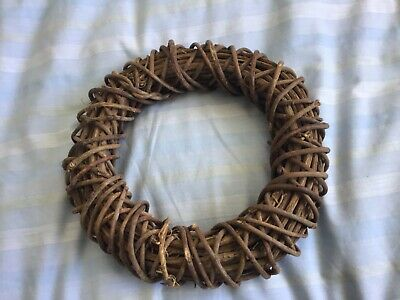 Wicker Wreath Dark Brown (approx 9.5in across) Very Good Condition