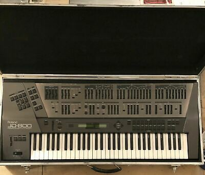 Roland JD-800 Vintage Programmable Synth with Full Flight Case & 3 Add-On Cards