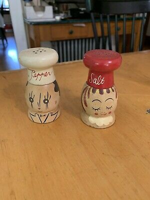 VTG Hand made In Japan Wood Salt And Pepper Shakers Chefs Woodware p103