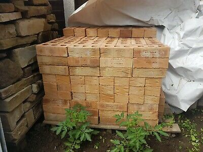 Pallet of 65mm new wall bricks 260 in totall