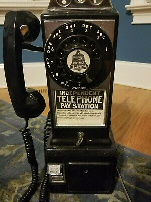 Vintage 3 coin slot pay phone in working condition