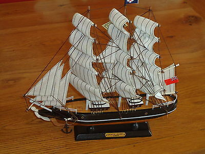Model Cutty Sark Ship On Stand Made From Wood Lots Of Detail - Maritime / Boat