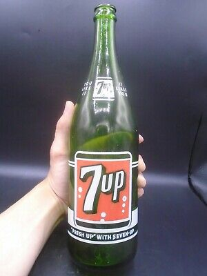 VINTAGE 1950's 7UP (28 OZ.) ACL SODA POP BOTTLE (CANADA)
