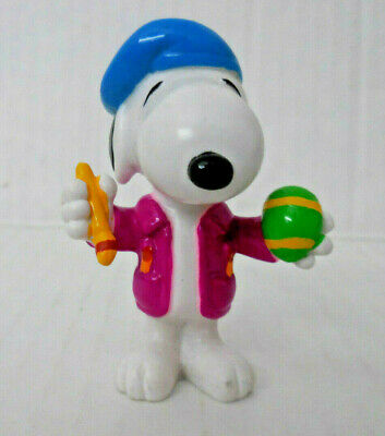 Whitman's Snoopy Painter w Green Easter Egg ~ Peanuts PVC Figure
