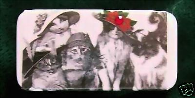 Red Hat Cats - Domino Pin - Vintage Look
