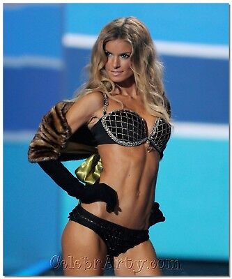 2009 Victoria's Secret Show PHOTO - MARISA MILLER 07