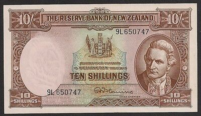 TMM* New Zealand Banknote 10 Shiilings 1967 w/thread P158d Ch Unc Flemming