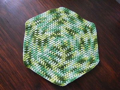Beautiful Collectible Crocheted Pot Holder Greens CUTE