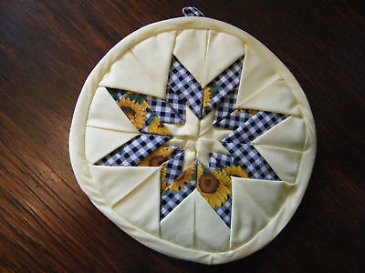 Collectible Quilted Pot Holder Yellow Black White CUTE