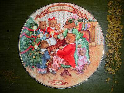 """""""Together For Christmas"""" The 1989 Annual AVON Porcelain Christmas Plate"""