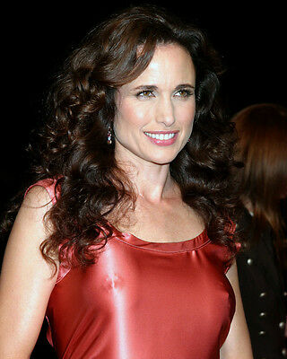 Andie Macdowell 8X10 Photo Revealing Skin Tight Red Dress