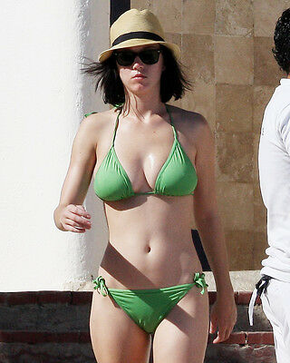 KATY PERRY 8X10 PHOTO SEXY BUSTY POSE IN GREEN BIKINI AND HAT