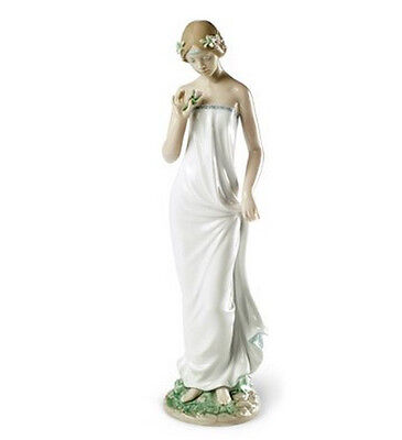 """Lladro Made In Spain  """"beautiful Gloria""""  8429 Mint & Reduced"""
