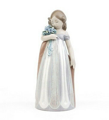 """Lladro Made In Spain  """"petals Caress""""   2004  8150 Mint & Reduced"""