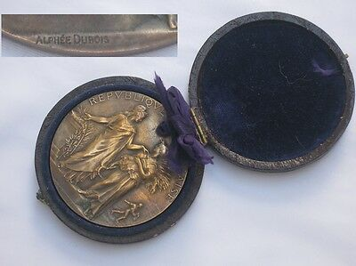 A fine large example of a cased Bronze Medal Ministry.Agriculture Circ 1880.