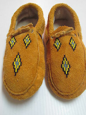 Authentic Native American Moccasins 10 Inches Fleece Lined Yellow/black Beading