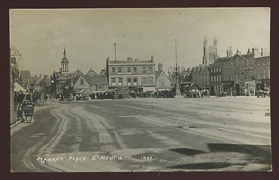 Huntingdonshire ST NEOTS Market Place 1911 RP PPC travellers waggons nice scene