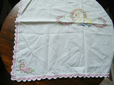 Collectible Embroidered Doily Dresser Scarf Crocheted Trim 21 x 17 Inch SWAN