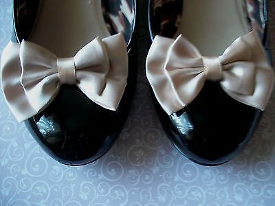 PAIR CHAMPAGNE SATIN FABRIC DOUBLE BOW SHOE CLIPS VINTAGE STYLE GLAMOUR 40s 50s