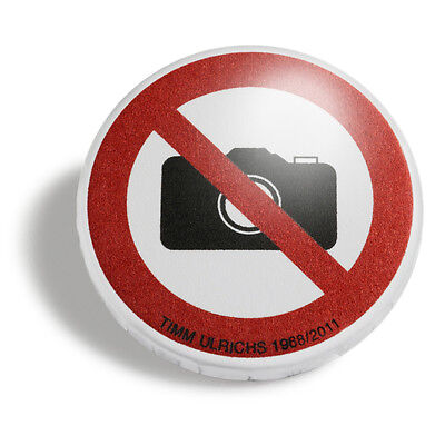 Timm Ulrichs Fotografieren verboten! Photography Prohibited! Badge signiert