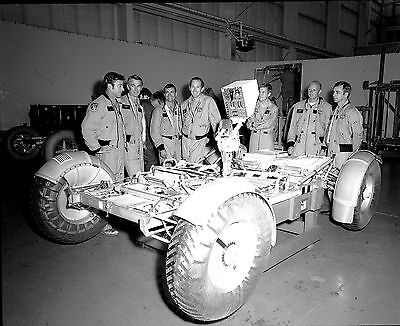 NASA ASTRONAUTS STAND NEXT TO LUNAR ROVER AT MARSHALL - 8X10 PHOTO (EP-115)