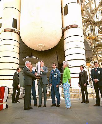 Vice-President George Bush Receives Space Shuttle Model - 8X10 Photo (Ep-455)